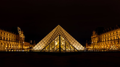 Musee du Louvre Paris - Pyramid at night