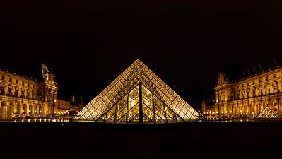 Musee du Louvre Paris - Pyramid at night