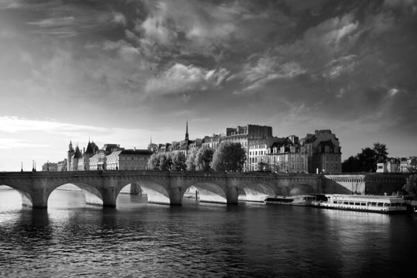 REF006 - Paris en Noir et Blanc par Antonio GAUDENCIO Auteur Photographe