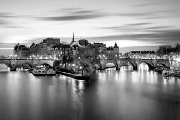 REF011 - Paris en Noir et Blanc par Antonio GAUDENCIO Auteur Photographe
