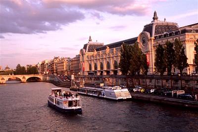 Paris evening along the Seine - Musée d'Orsay and Pont Royal