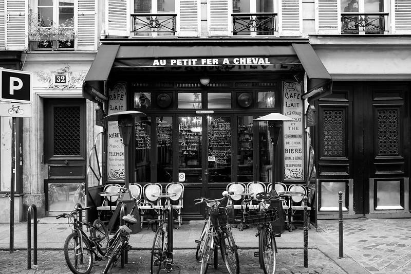 Paris Au Petit Fer A Cheval