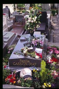 Piaf Grave wider angle