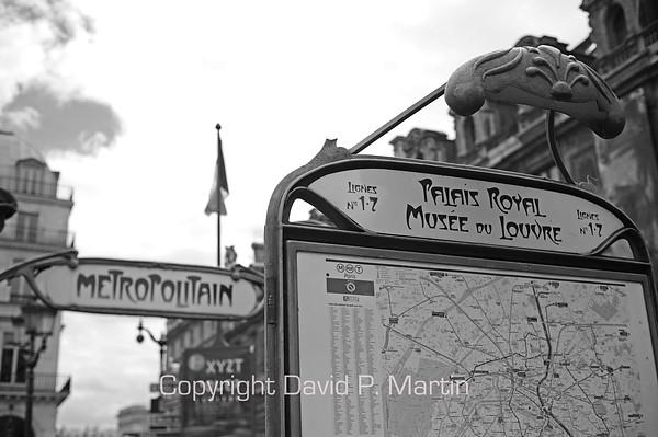 Metro stop. (DG)