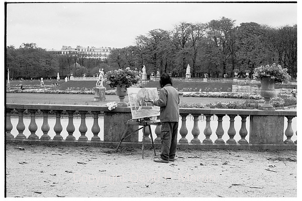 An artist in the Luxembourg Garden.