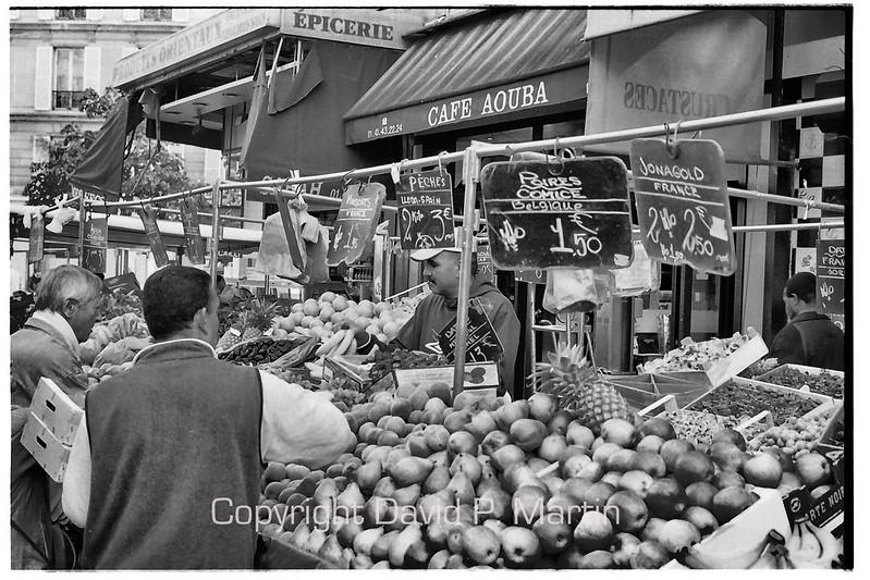 The market on Rue d'Aligre.