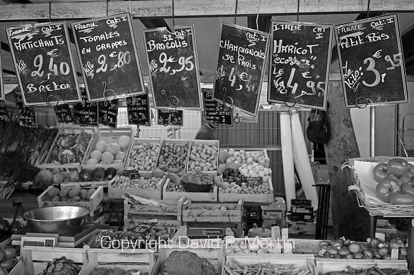 Street market. (DG)