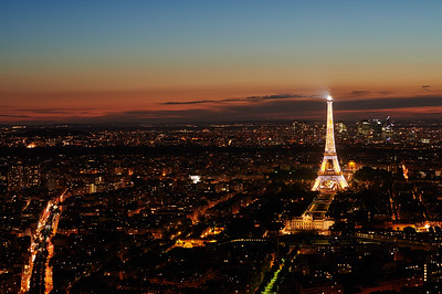 Eiffer tower at night