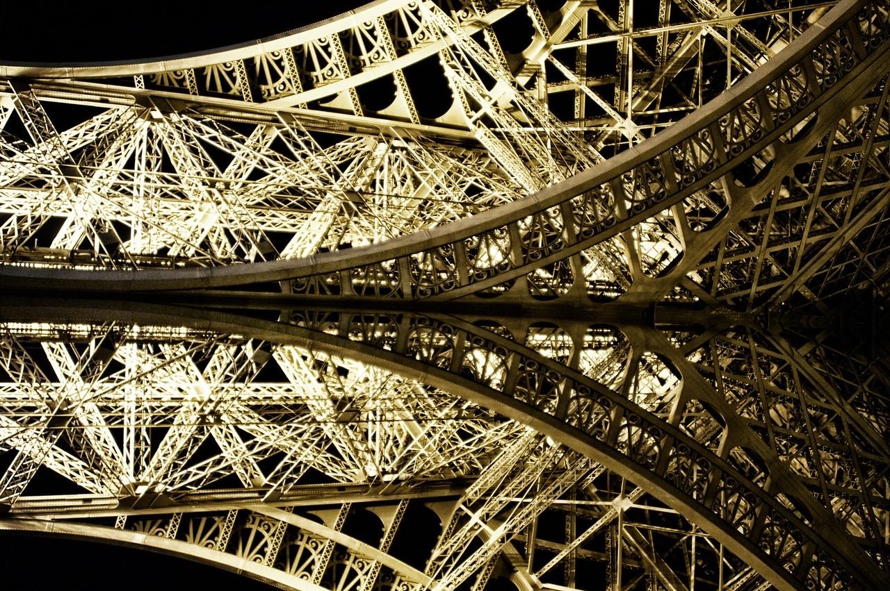 Eiffel Mirror