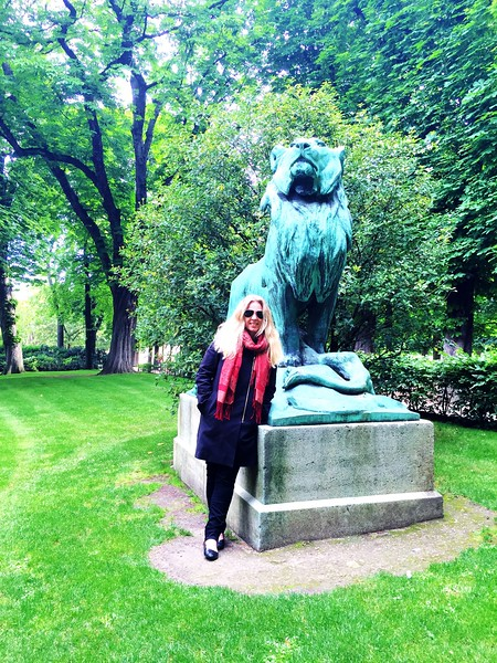 Lion statue, Jardin Luxembourg