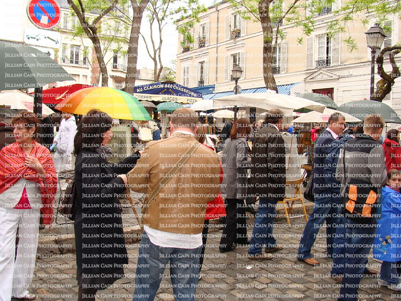 rain, umbrellas at Montmartre, shopping at Montmarte
