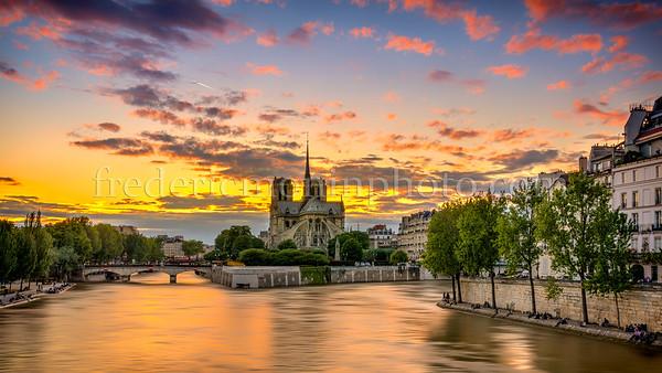 """Lights on """"Notre Dame de Paris"""""""