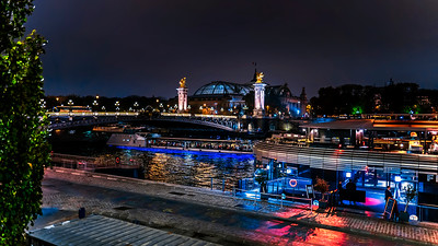 Night traffic on the Seine...