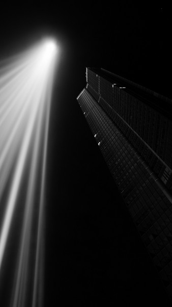 "La tour Montparnasse with the light installation by Ryoji Ikeda for the ""Nuit Blanche"" artfestival 2008."