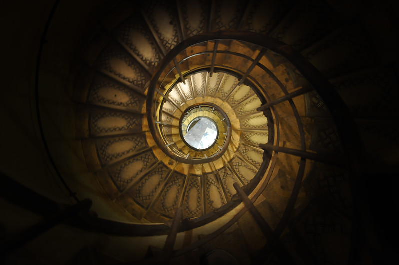 Spiral staircase in the Arc de Triomphe. 2016.