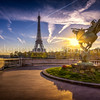 Sunrise on the statue ... and the Eiffel Tower at Paris