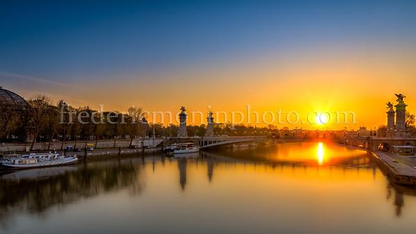 Sunrise on Alexandre III bridge