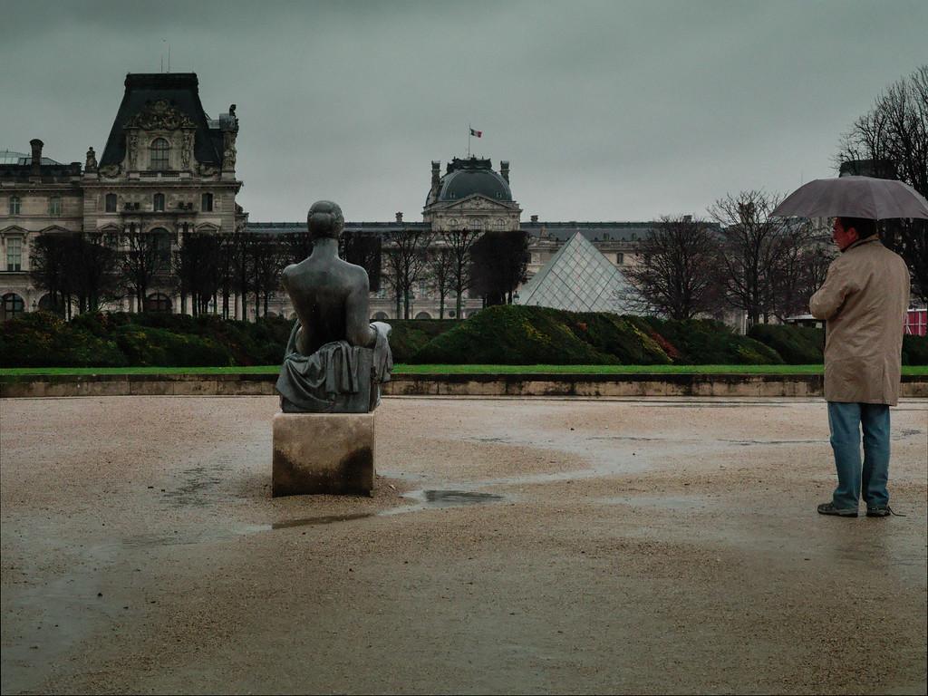 Paris, Louvre mit Pyramide