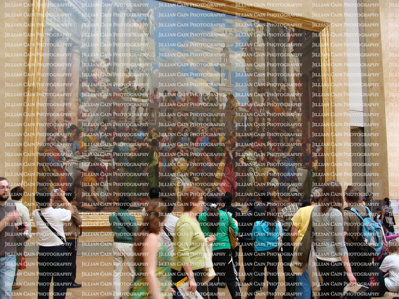 Crowd in front of The Last Supper painting in the Louvre Museum