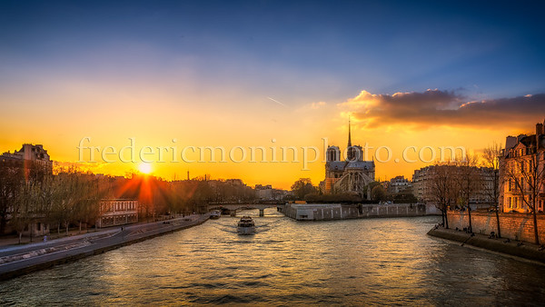 """Sunset on """"île de la cité"""""""