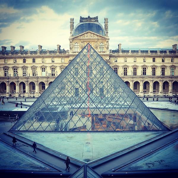 Louvre Pyramid. 2017.