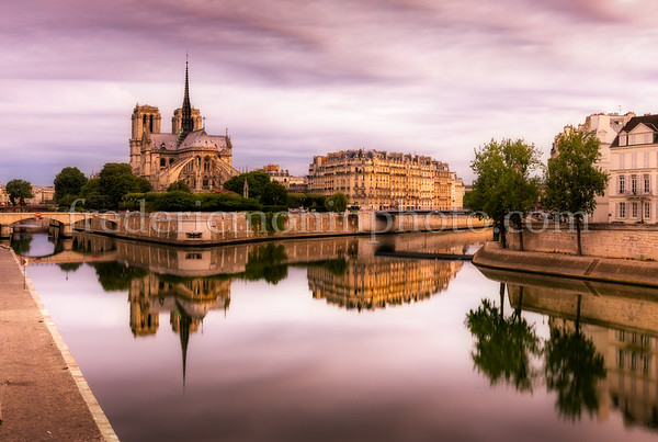 Blue hour in the morning in Paris