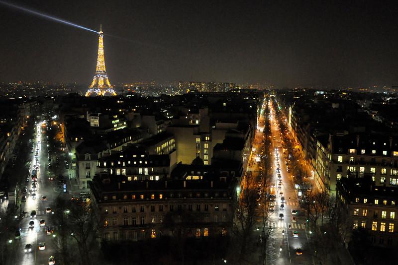 """<DIV ALIGN=RIGHT><i><a class=""""nav"""">© Felipe Popovics</a></i></DIV> View from the  Arc de Triomphe"""