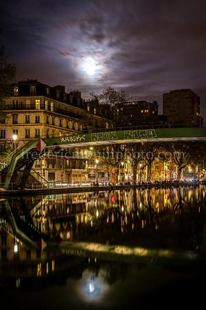 Canal St-Martin et la lune ... à Paris
