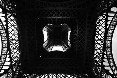 Paris_Eiffel_Tower_Bottom-Up_RAW7195
