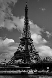 Paris_B&W_Eiffel_Tower_RAW7157