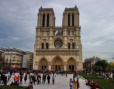 Paris_Notre_Dame_Front_Crowds_RAW7728_11x14