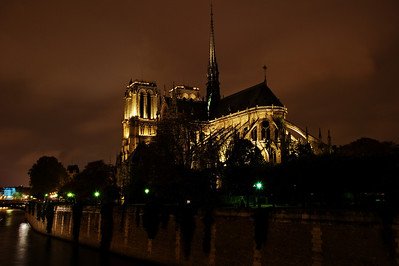 Paris_NotreDame_night_RAW8147