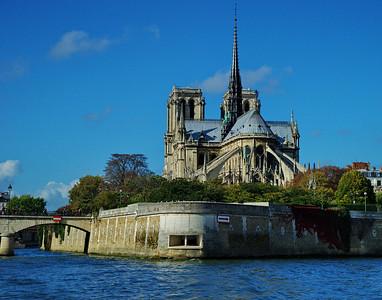 Paris_Notre_Dame_4m-Seine_RAW7081