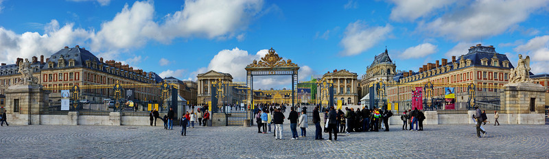 The royal gate and panoramic view of Versailles