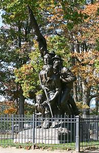 Battle_Field_Statue2
