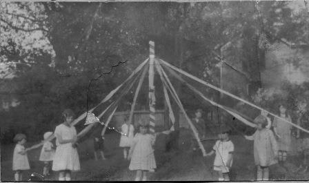 May Day at the Guggenheimer-Milliken Playground (01398)