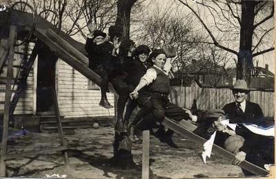 Children at the Guggenheimer-Milliken Playground III (01396)