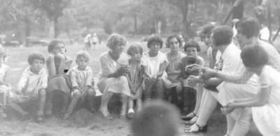 Children Talking (00272)