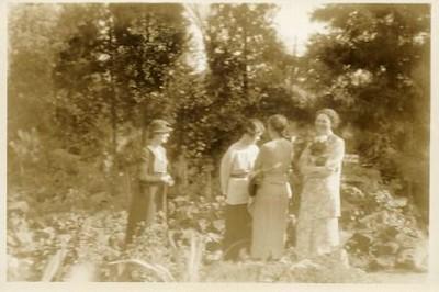 Group of Ladies (00291)