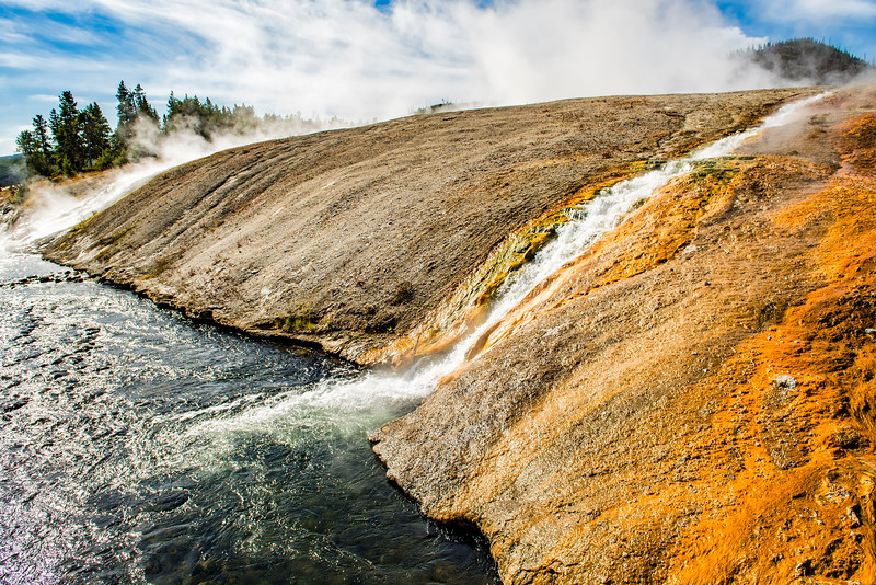 EXCELSIOR GEYSER OVERFLOW into FIREHOLE RIVER