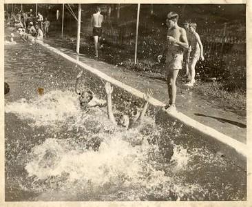 Splashing (00429)