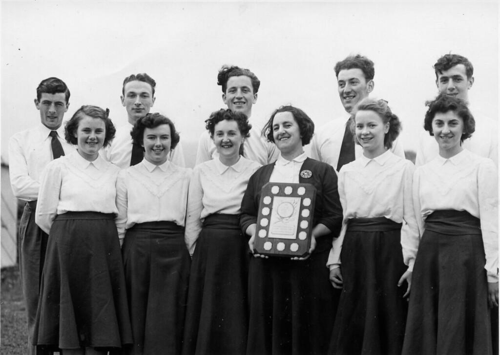 Parti Dawnsio Gwerin Aelwyd Corwen Eisteddfod Genedlethol Yr Urdd. Bala 1954.