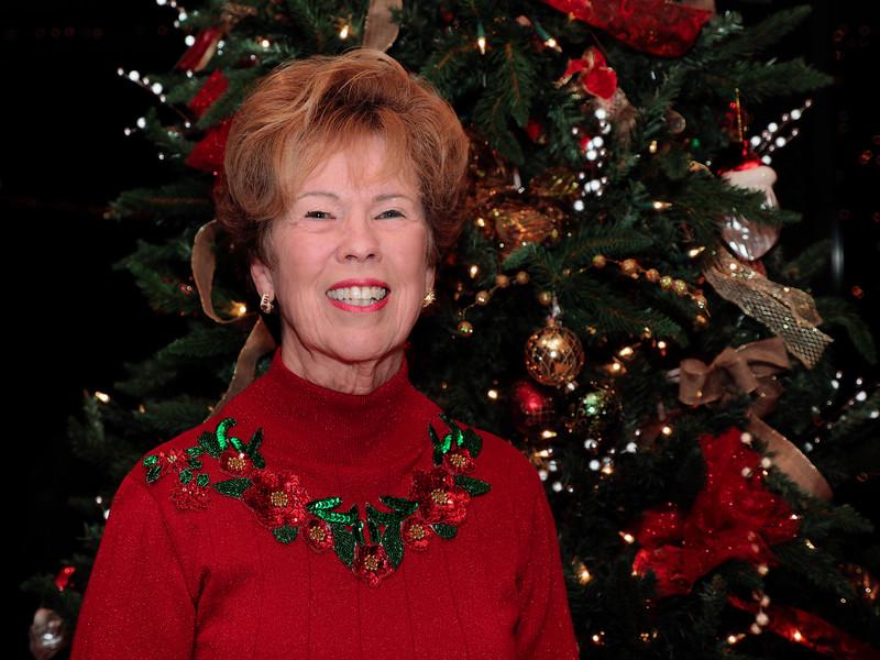 ChristmasPrty_SQD185408_OMD10048_DxOnOn3