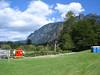 Lok   Dixie-Klos (hier: Honeybucket) vor Bergkulisse