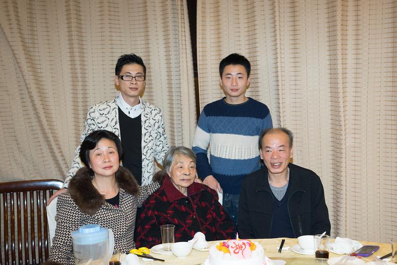 Grandma and 大伯一家