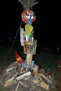 Back and side of the effigy. Those are Owl and Preying Mantis Totems and fusage to go around to light the different effects.