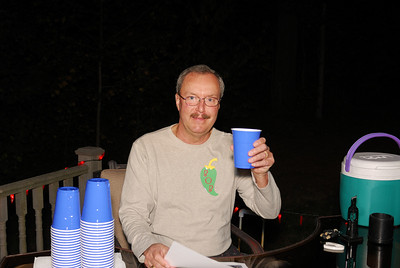 One of the fabulous bartenders of the evening, Bob!  Have another Yucca?!  (P.S.  We went through 9 gallons of Yucca's during the evening!  Wow, this is a record!!)