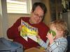 Tim liest Papas Geburtstagskarte