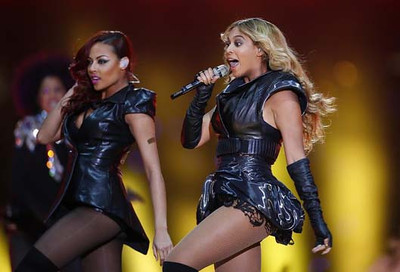 Beyonce (R) performs during half-time show of the NFL Super Bowl XLVII football game in New Orleans, Louisiana, February 3, 2013. REUTERS/Jeff Haynes (UNITED STATES  - Tags: SPORT FOOTBALL ENTERTAINMENT)   - RTR3DBOW