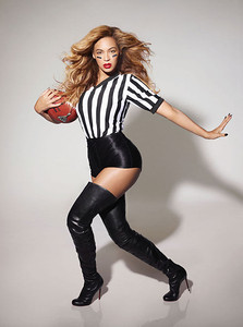 Beyonce got into superbowl spirit.